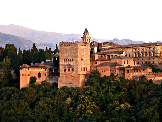 ¿Qué lugares son los más interesantes para ver en Granada?